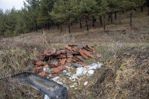 Deponija otpada (lijevo od ulaza)